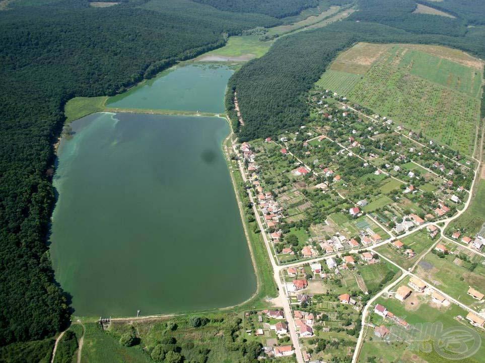 Íme, a 3 tóból álló tórendszer madártávlatból<br>(forrás: www.harsany-park.hu)