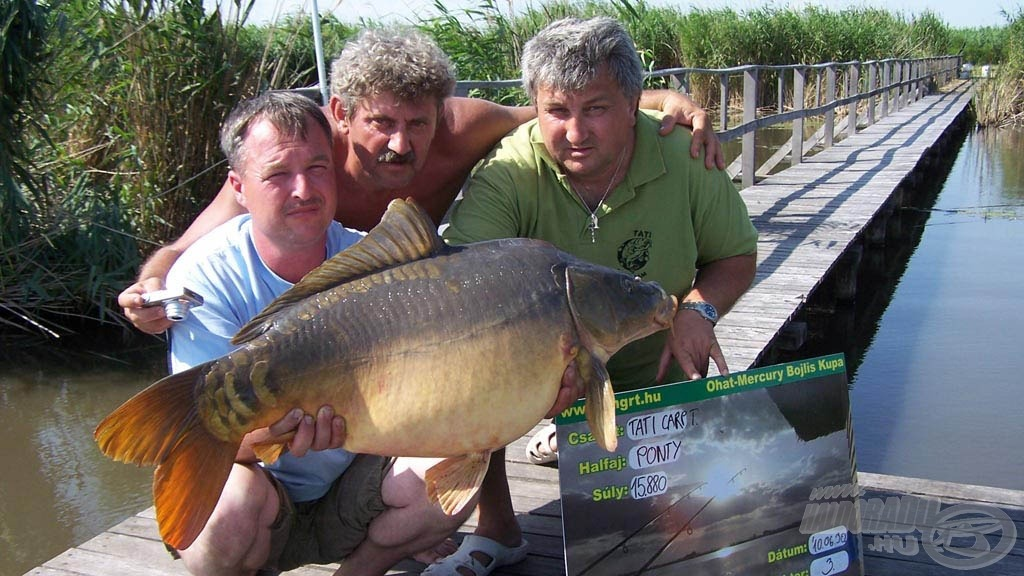 A horgásztó óriási tükörpontyairól híres