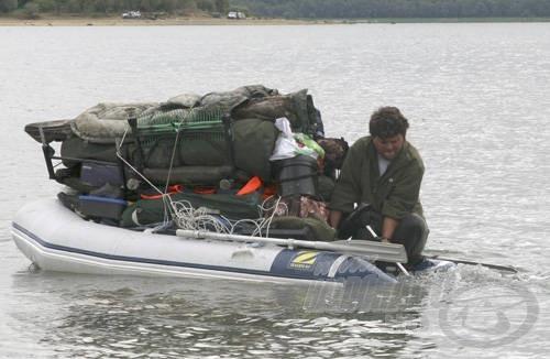 A Világkupán a sorsolt helyünket csak csónakkal lehetett megközelíteni. A rengeteg felszerelés miatt csak nagyon kevésen múlott, hogy nem süllyedtem el a csónakkal együtt
