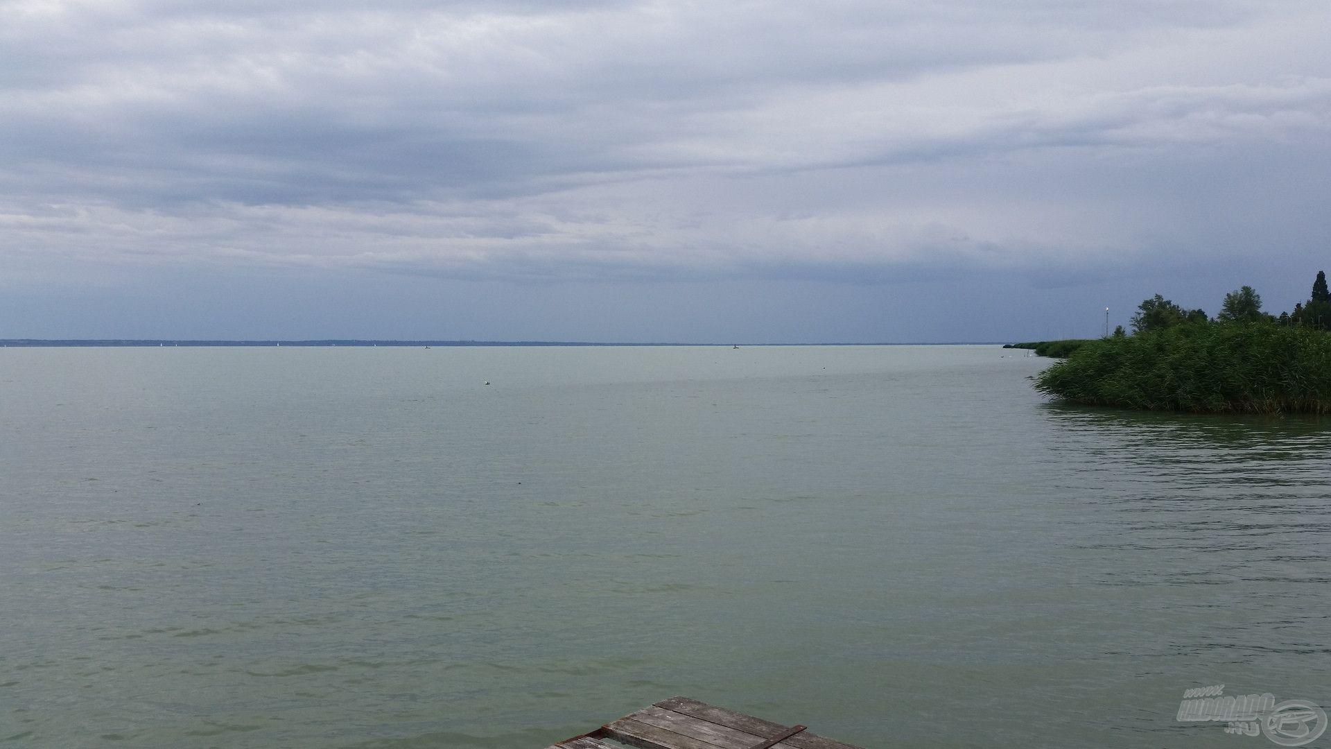 Vihar előtt, már fent is van a jelzés… ilyenkor már tilos a vízre menni csónakkal!