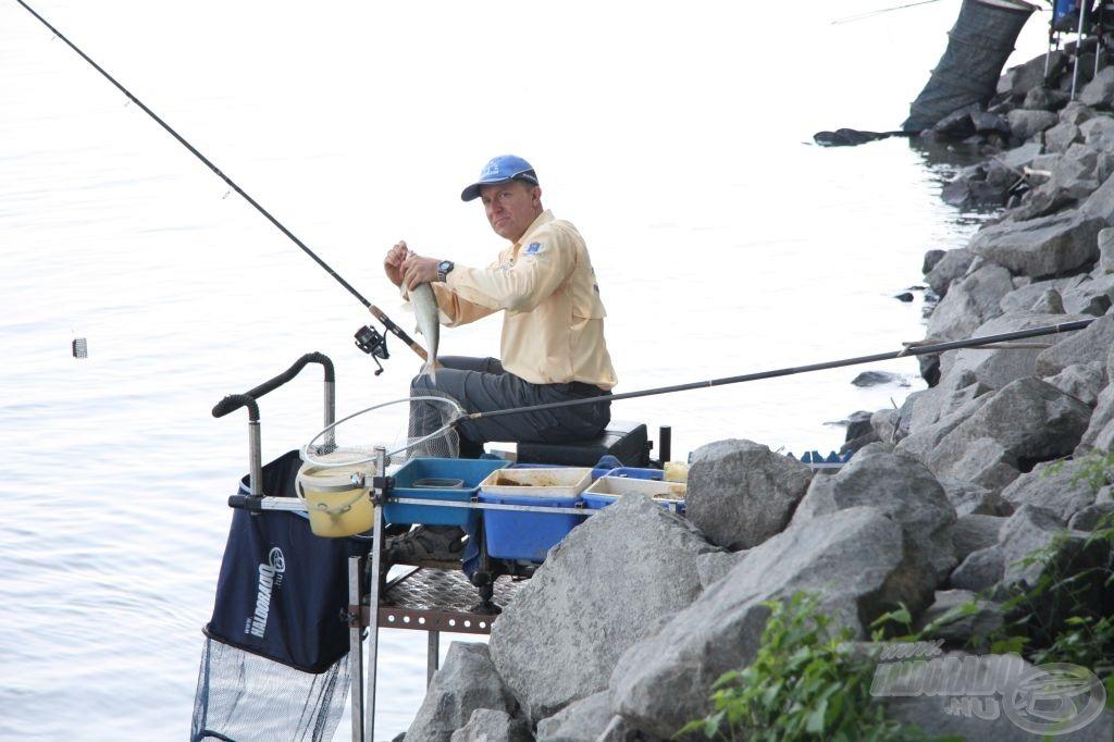 Rettenetesen akad a pálya Döme Gábor előtt, ennek ellenére az első percben sikerrel szákolt egy termetes halat