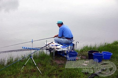 Gratzoll László kézbentartott bottal horgászva fogta a legtöbb darab halat