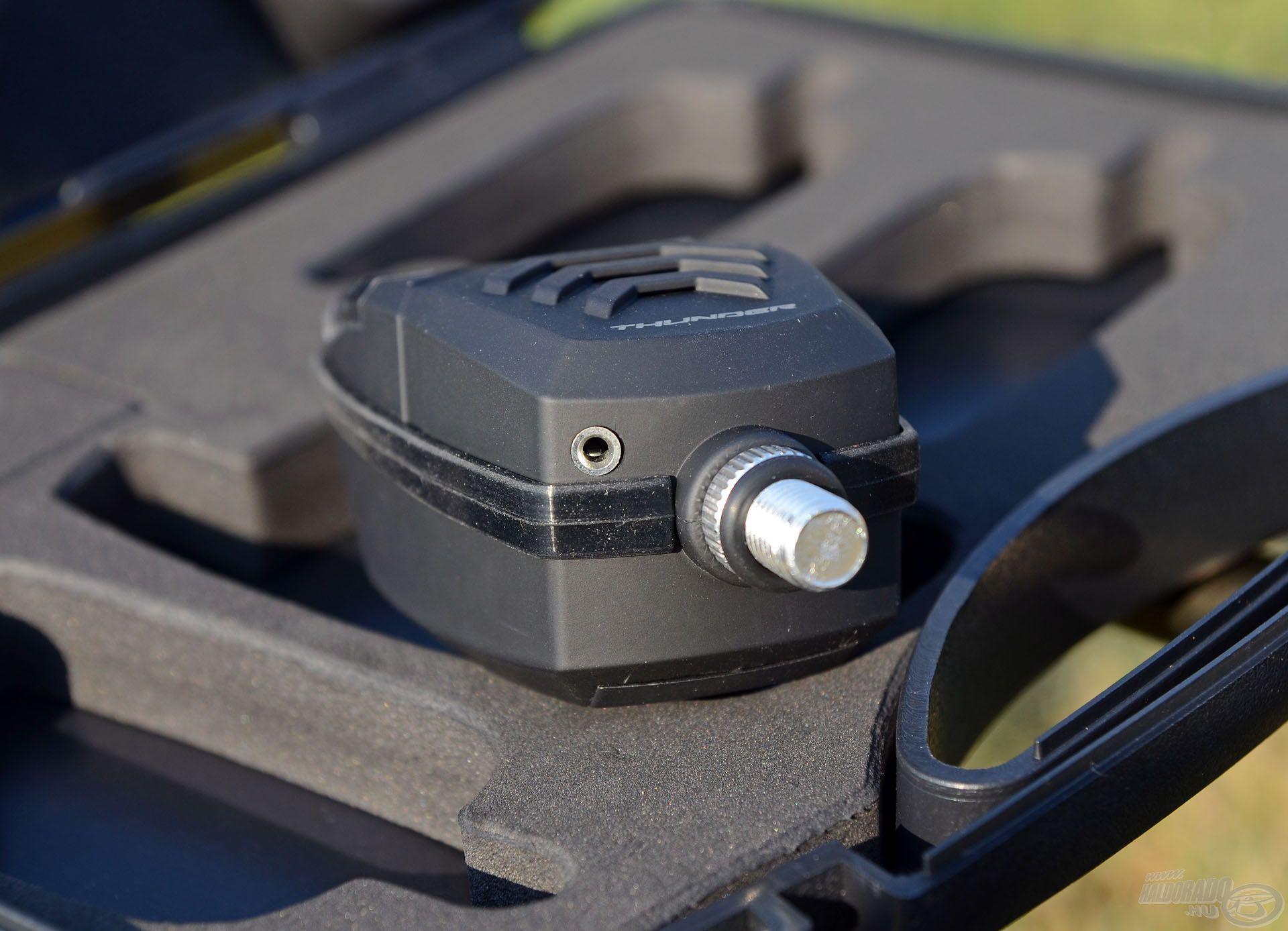 A kapásjelzők beépített swinger csatlakozóval vannak ellátva, így a világító funkciós swingerek áramellátása gond nélkül biztosítható