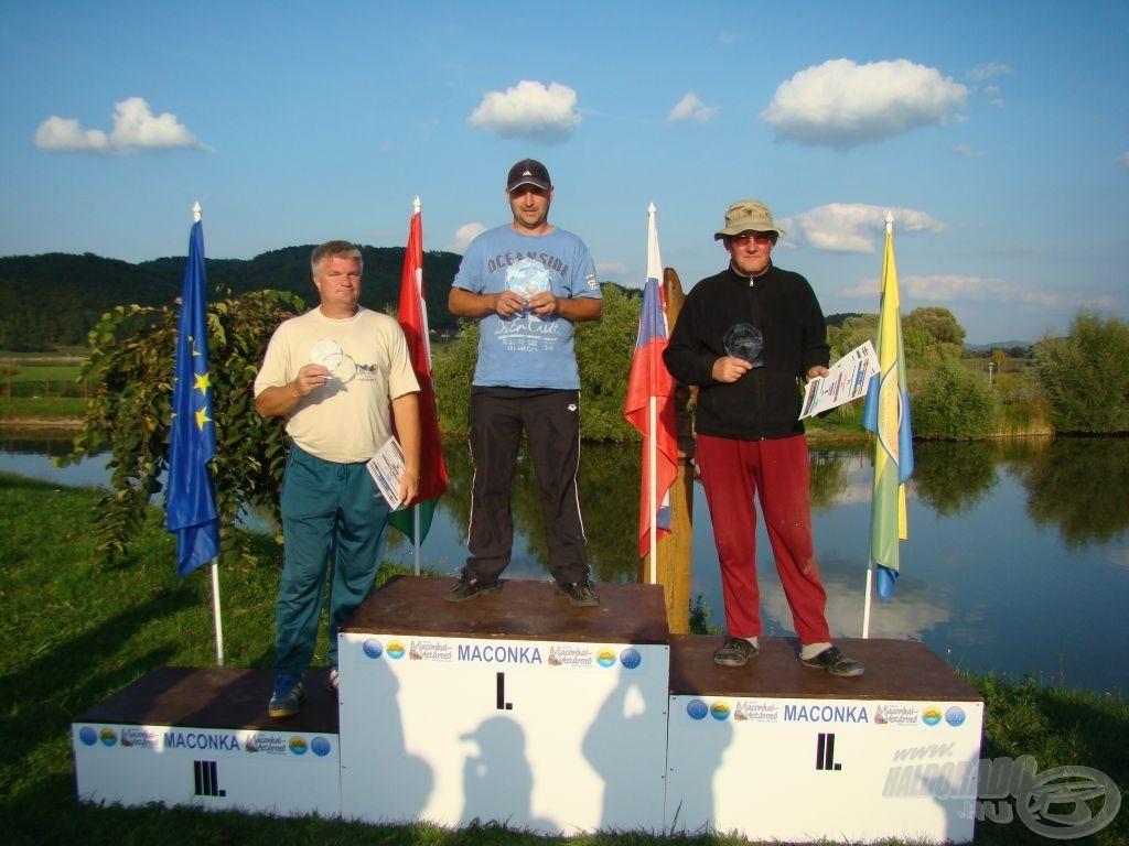 Az úszós dobogósok, középen Darvasi Béla, MB \'13 bajnok