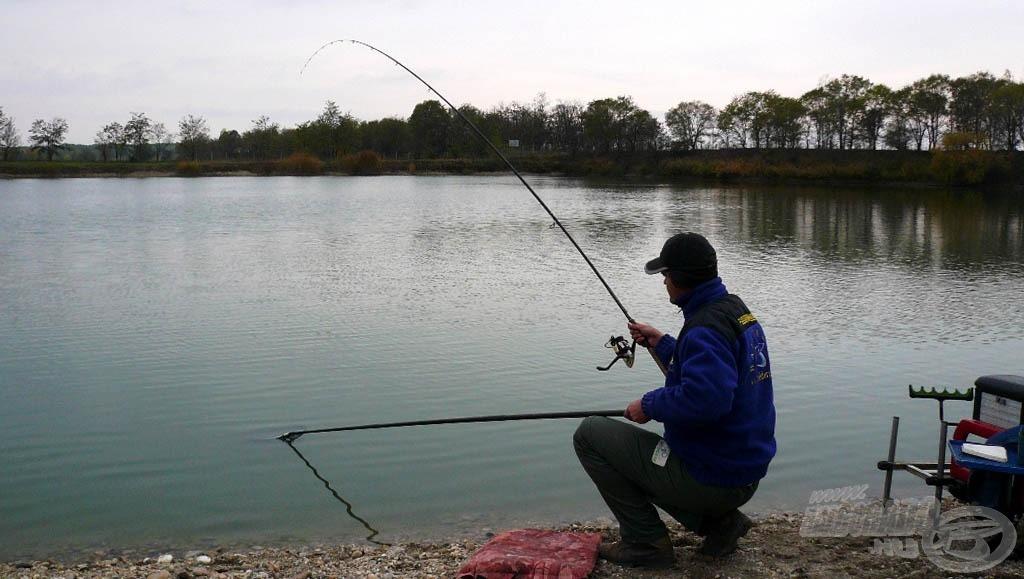 Ezt a halat már nyakig beöltözve fogtam, ugyanis a hőmérséklet sokat esett az elmúlt félórában!