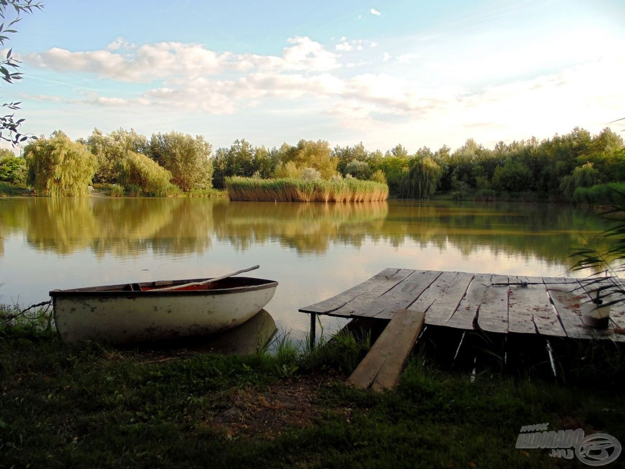 Gyönyörű kis tó