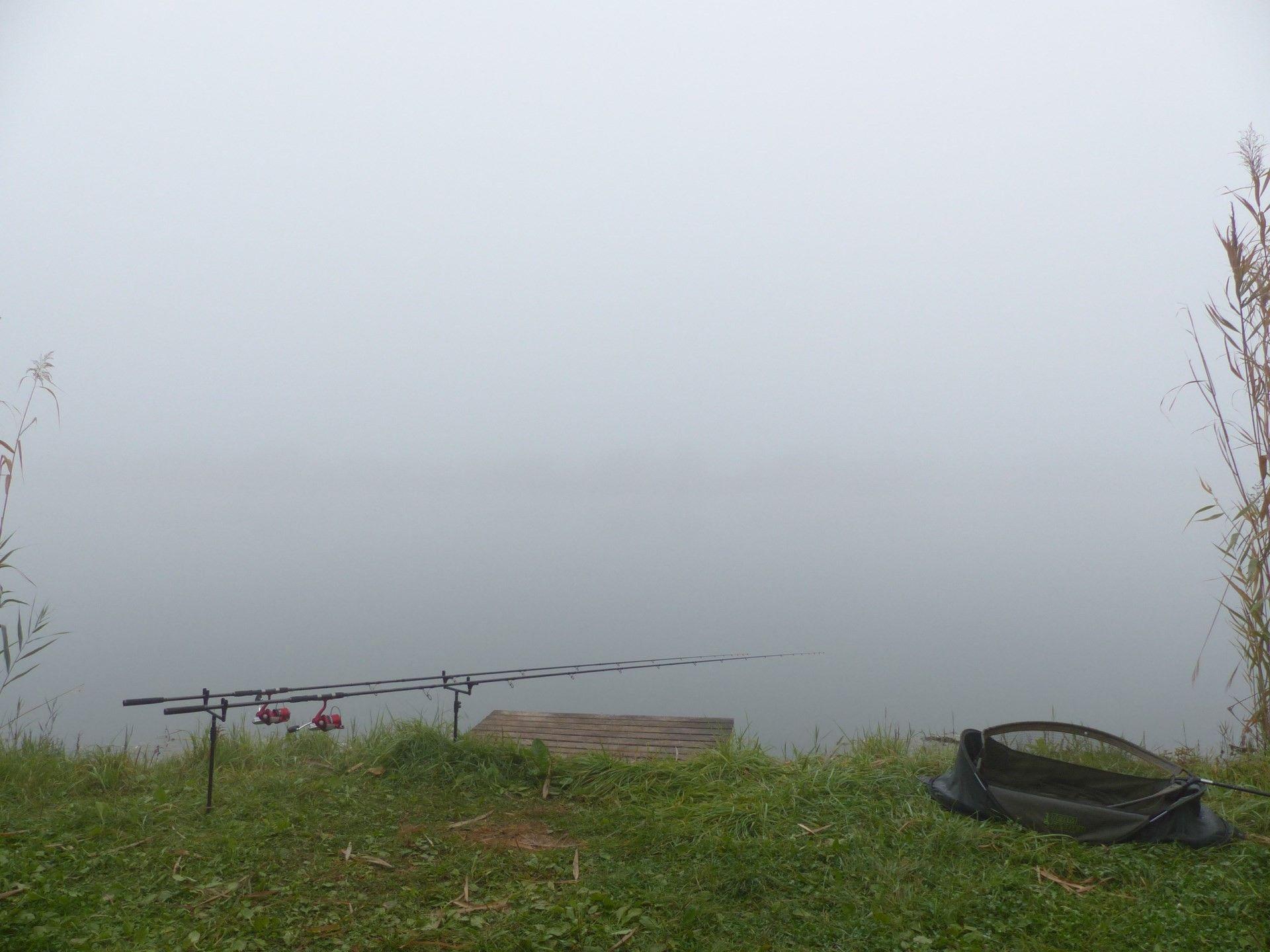 A kapástalan éjszaka után, reggel hatalmas köd fogadott, az orromig is alig láttam el