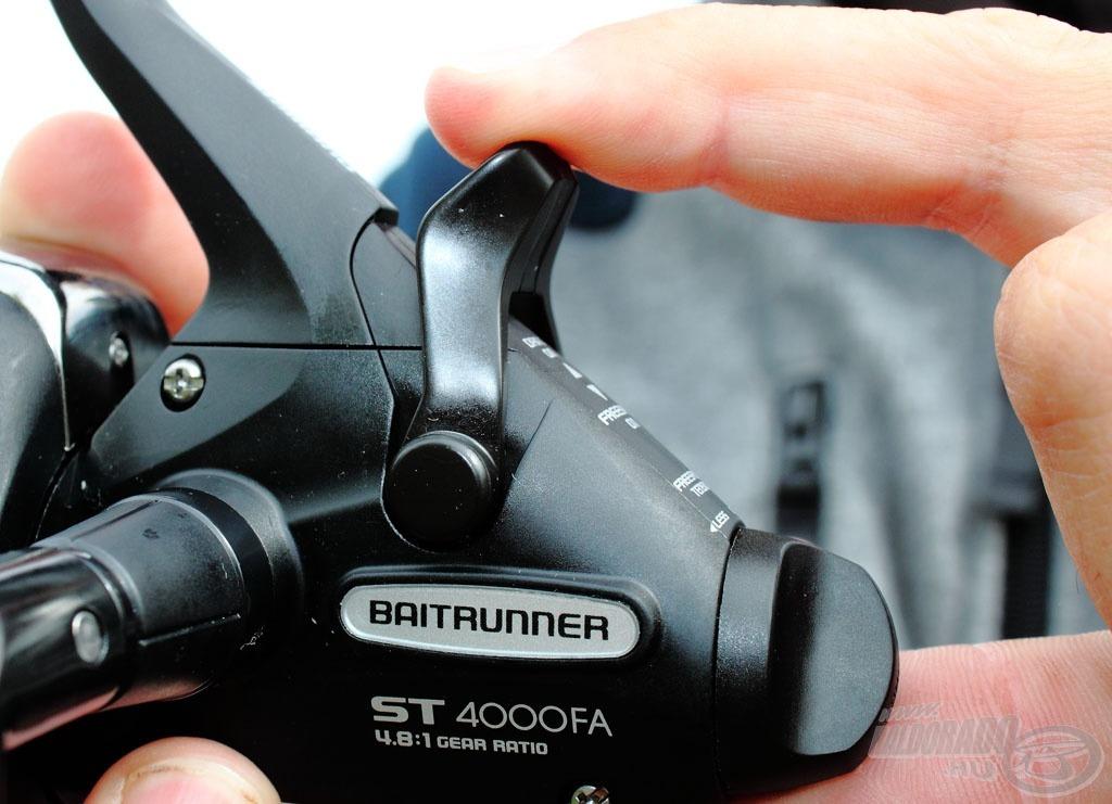Amiről a nevét kapta a Baitrunner - a nyeletőfék kapcsolóját hátrahúzva a szabadon futó üzemmód aktív, míg visszaváltva az első fék működik