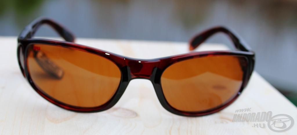 Borostyánbarna színű lencsével van szerelve a Sportsman's 001 BS szemüveg