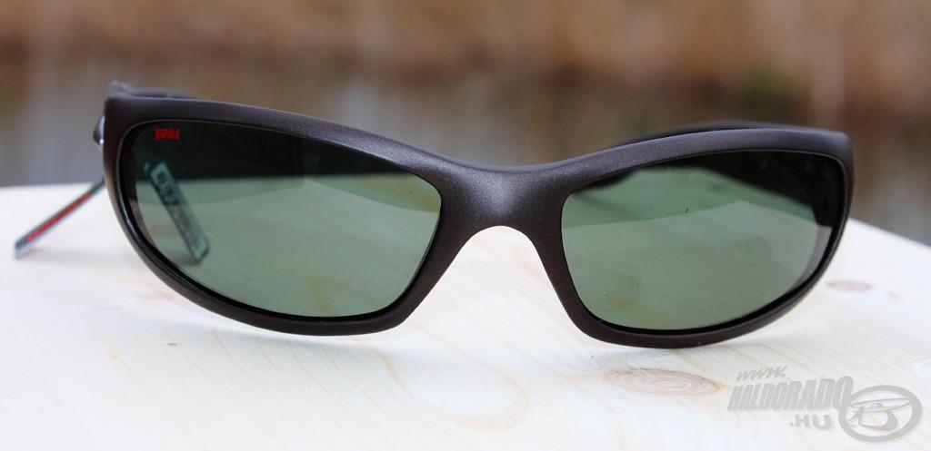 Modern alakú, ívelt napszemüveg a Sportsman's 004A