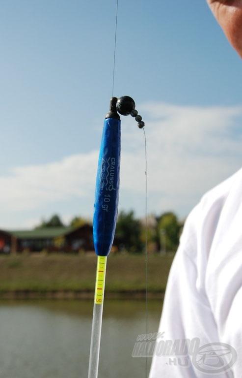 A gömbólom dobáskor odazár az úszó fejrészéhez, méretéből és alakjából adódóan eltartja az úszót a zsinórtól. Dobáskor a damil párhuzamosan repül az úszószárral