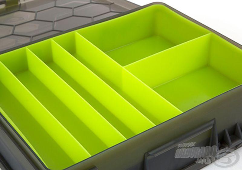 A doboz másik felében az aprócikkek rendszerezhetőek
