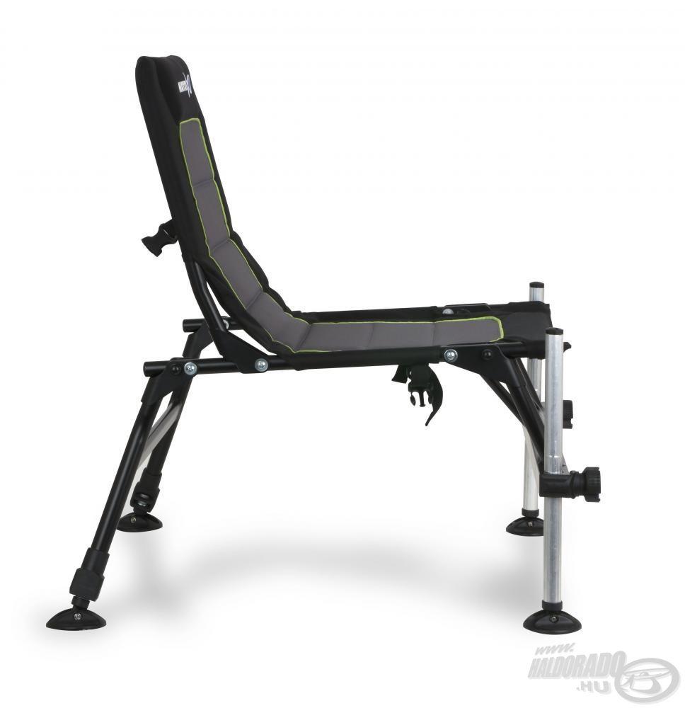 Az extra szélesre nyitható lábakkal nagyon stabil ez a fotel, viszont nagyon kicsire lehet összecsukni, emiatt kompakt is