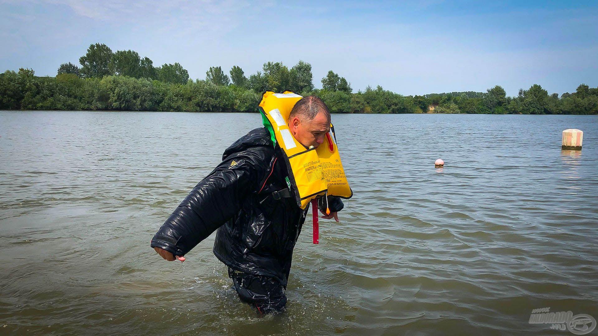 Mint egy birodalmi lépegető, ólomlábakon mászom partra a 30 kg túlsúlynyi vízzel