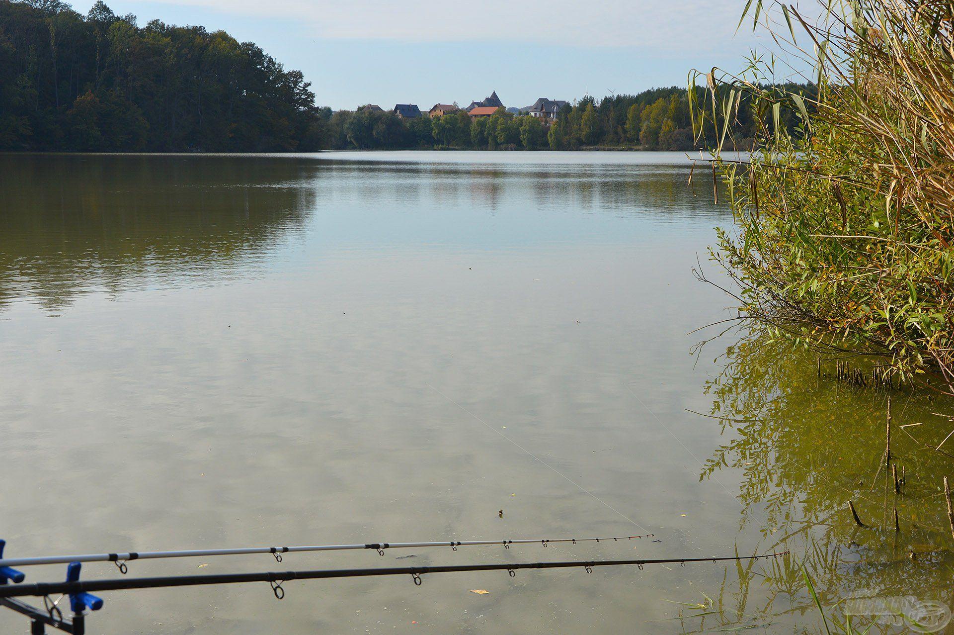 Nagyon szép őszi időben és környezetben várhatták spicceim a kapást