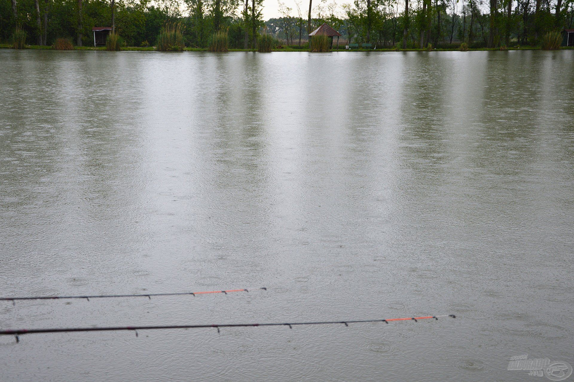A horgászat szabadtéri tevékenység, és az időjárás néha bizony megtréfálhat minket, de ezen, kár mérgelődni!