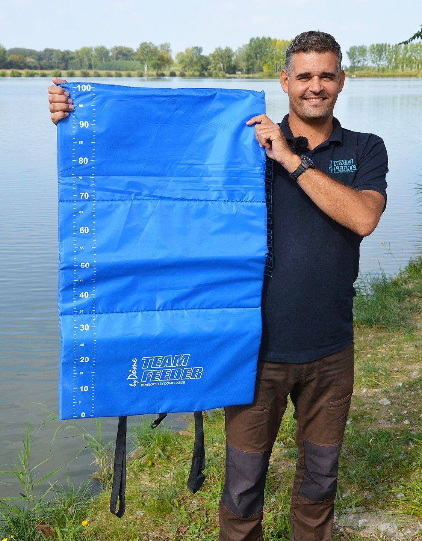 A Kék Pontymatrac mérőszalaggal egy egyszerű kivitelű matrac