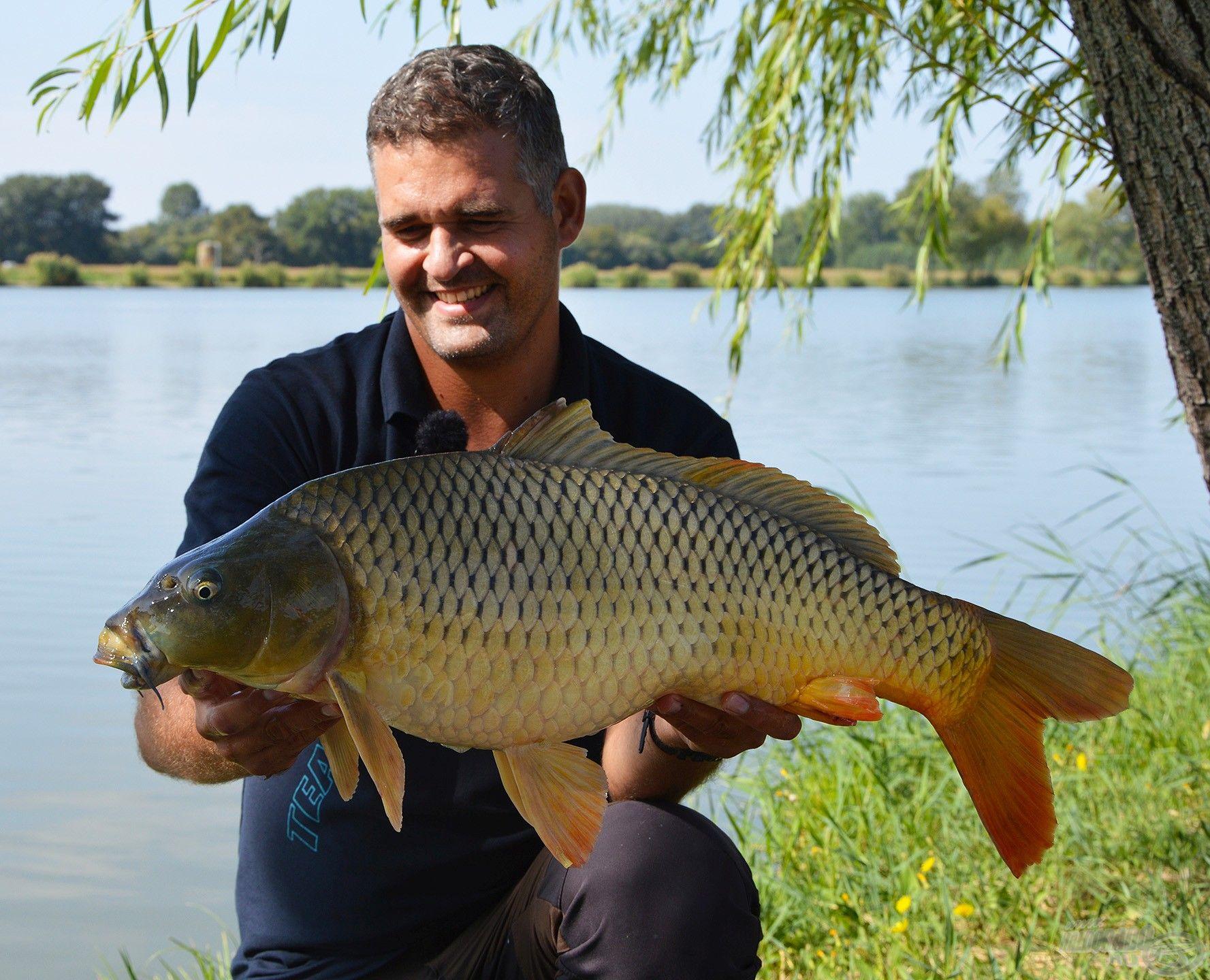 Amennyiben zavar minket a halas fotón, hogy kicsit kék a hal szája, akkor a fotókat mindenképp szájfertőtlenítés előtt készítsük el!