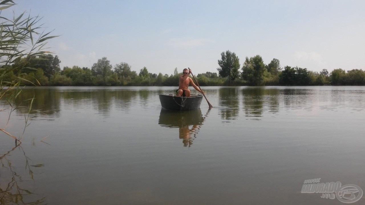 Csónakba szálltam és bevittem a bóját, majd elvégeztem az etetést