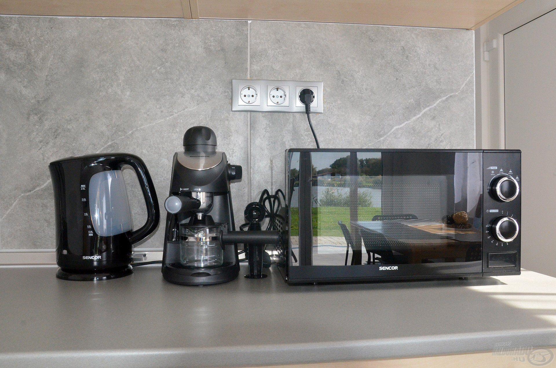 A konyhában a legszükségesebb gépek megtalálhatók