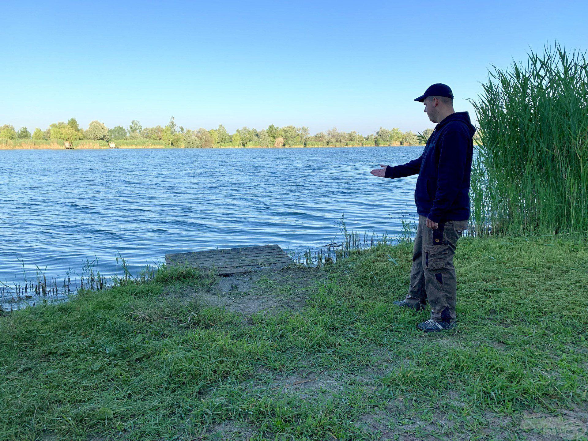 A tó vízszintje nagyon sokat apadt, mióta Gáborral itt horgásztunk, így kedvenc horgászhelyem partja is kiszáradt