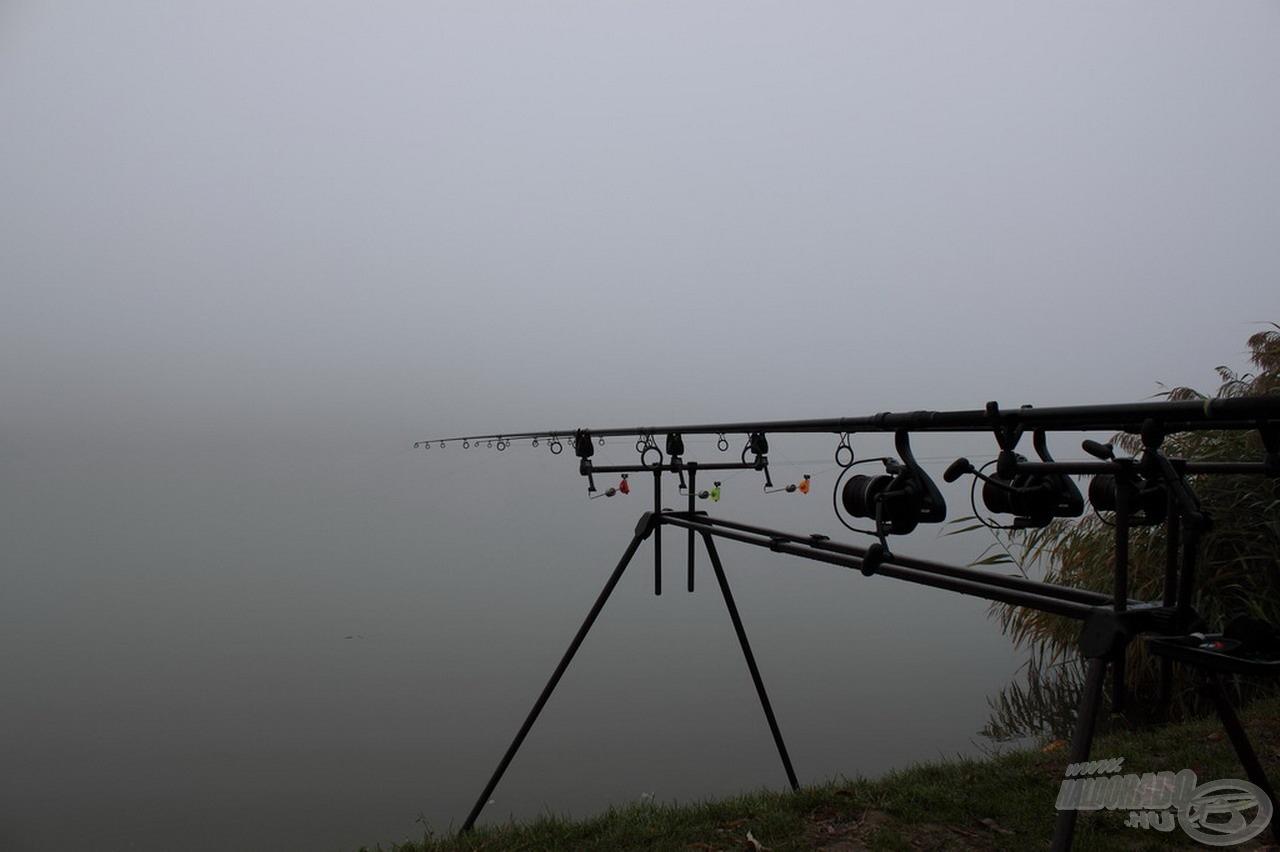 A tó túlpartját délelőtt 11-ig nem is láttuk a sűrű ködtől
