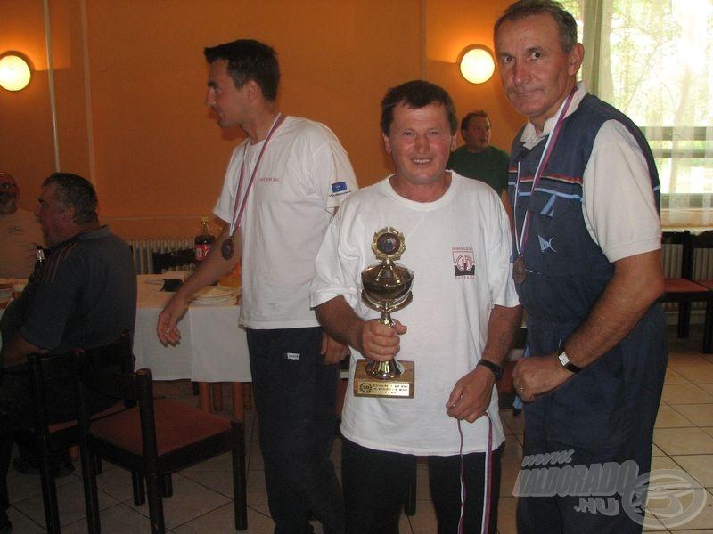 A dobogós csapatok: a bronzérmes Ribolovac Novi Sad…
