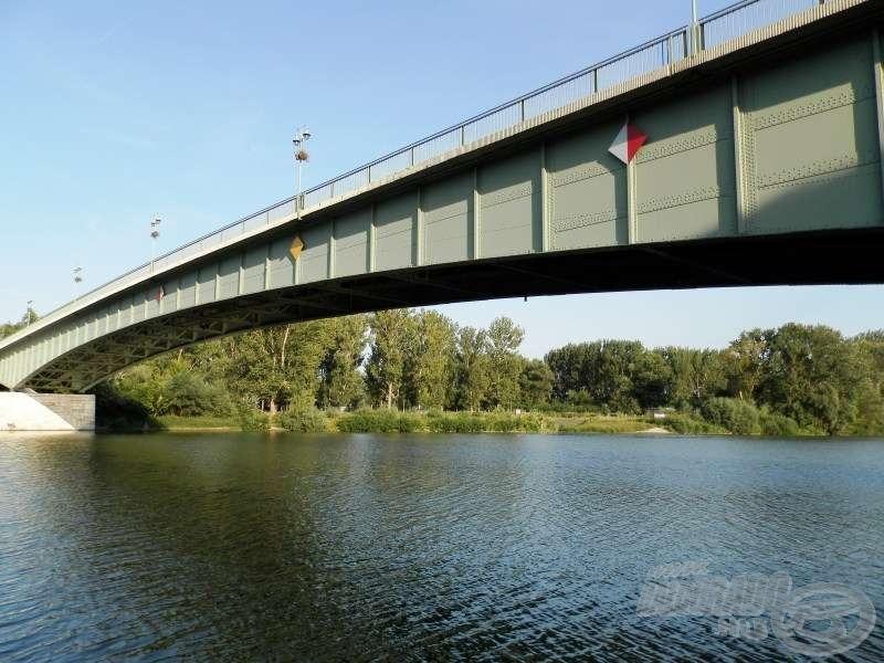 A tokaji közúti híd