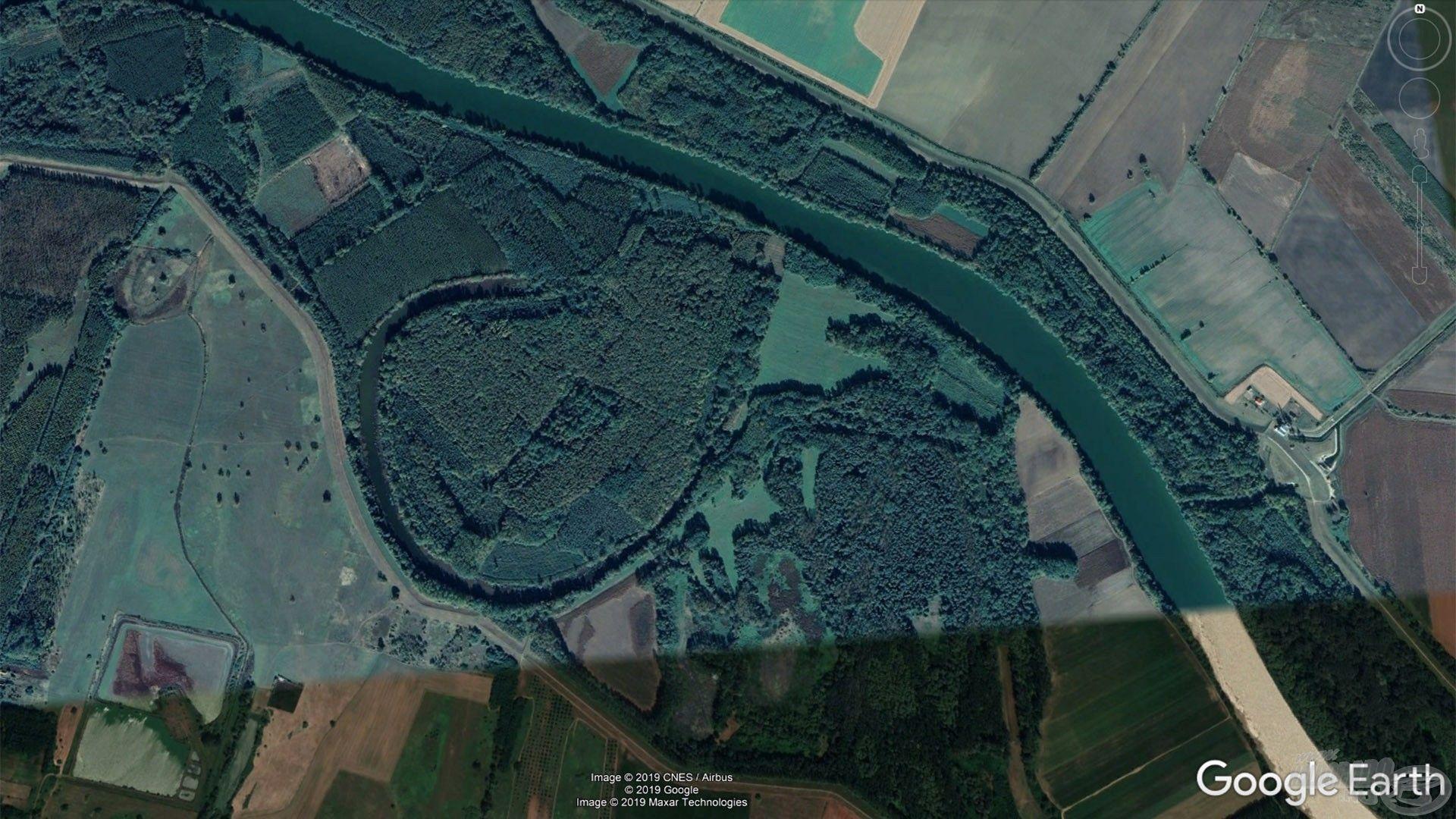 A patkó forma jellemző a régi Tisza-mederre, ami összevissza kanyargott, e kanyarokat vágták át a folyó szabályozásakor