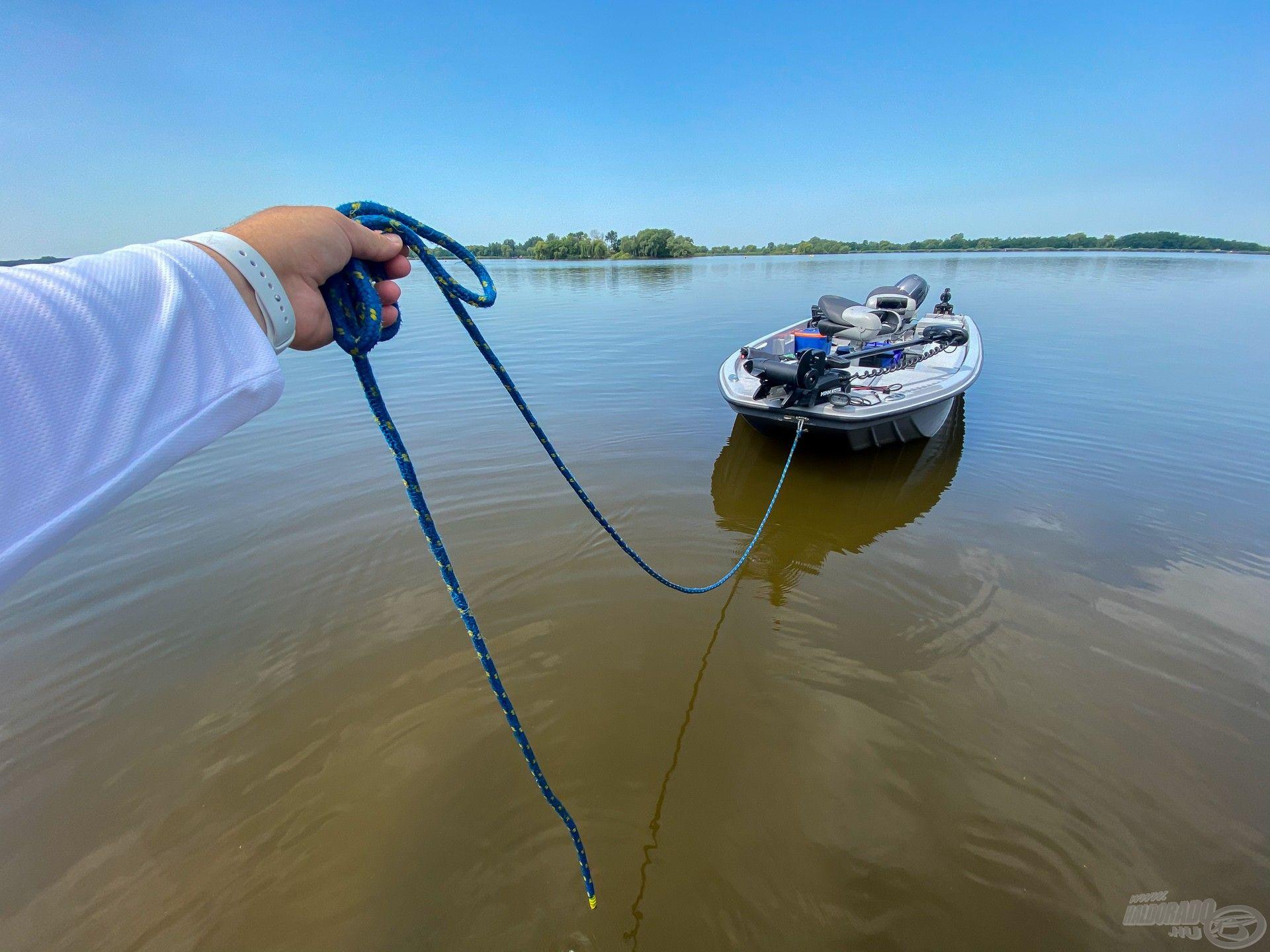 A napijegyek megvásárlása után már sétáltattam is a csónakot a vízen