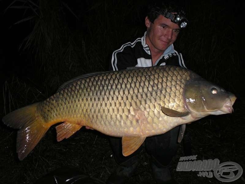 A hideg vízi horgásztúra első hala, rögtön az első éjszakán, 13,6 kg-mal