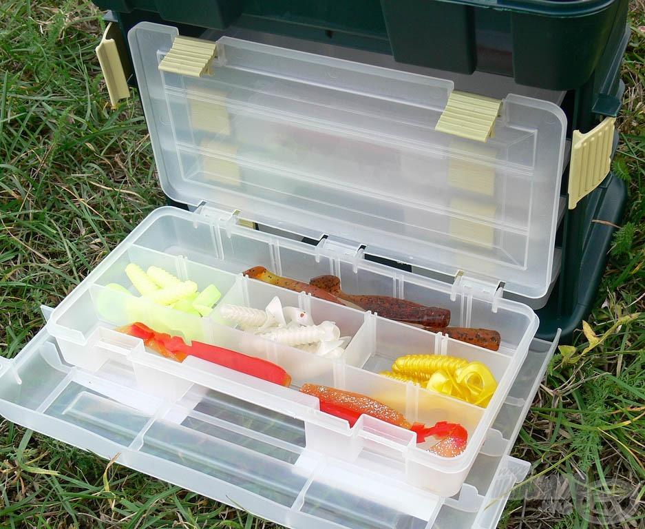 … melyben 4 db kisméretű doboz található