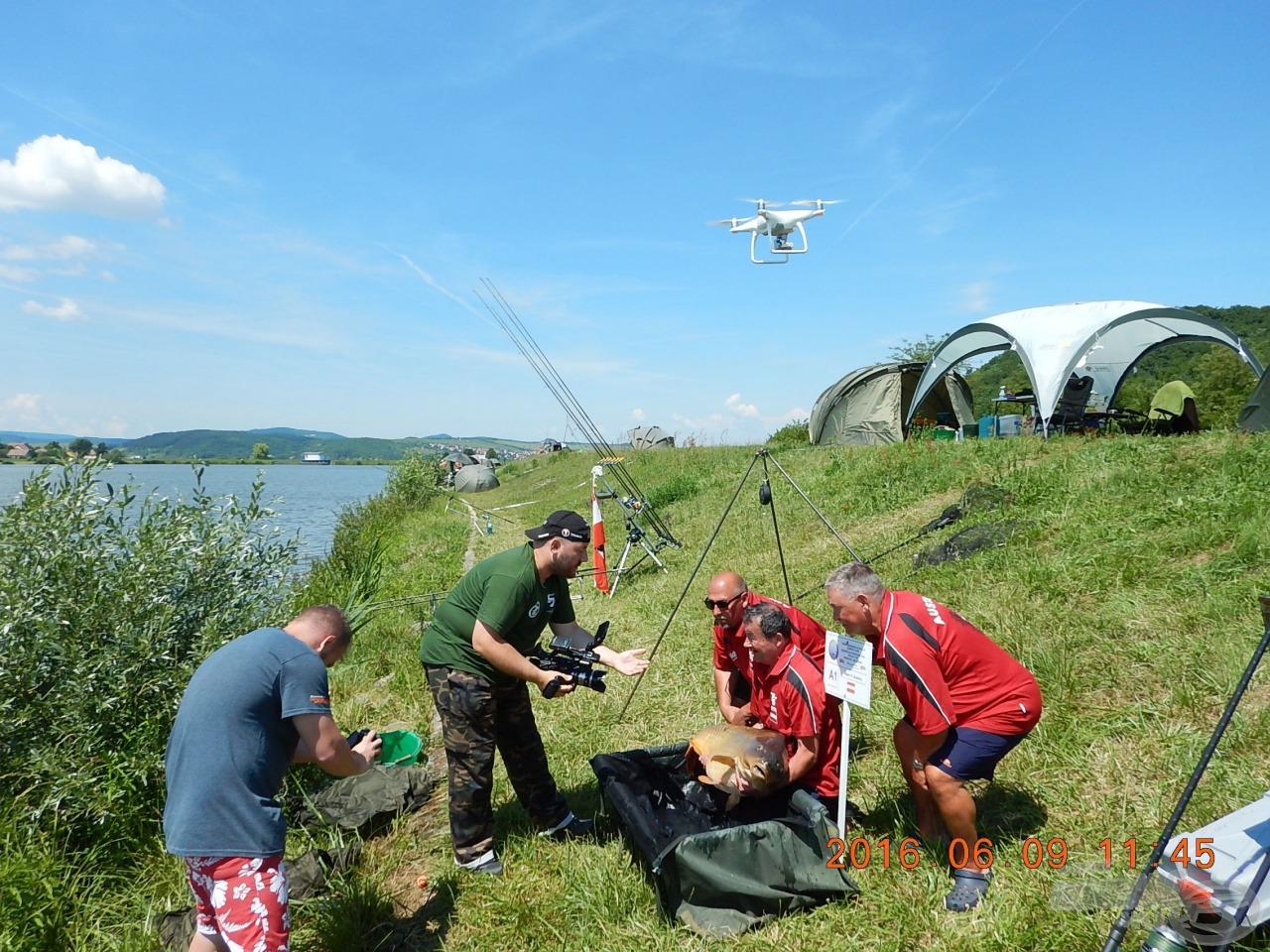 Drón, kamera, fényképezőgép dokumentál a mérlegelés előtt