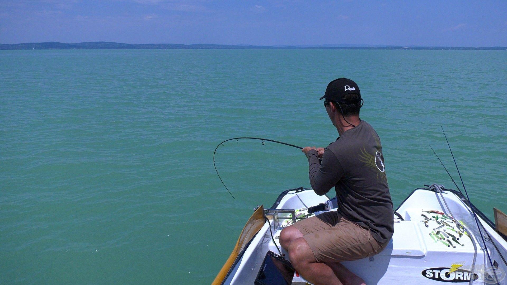 Többször is áttört a csónak alatt, de nem a bot, sokkal inkább az előke miatt nem mertem megállítani ilyenkor, hiszen látható, hogy van ott még tartalék ;)