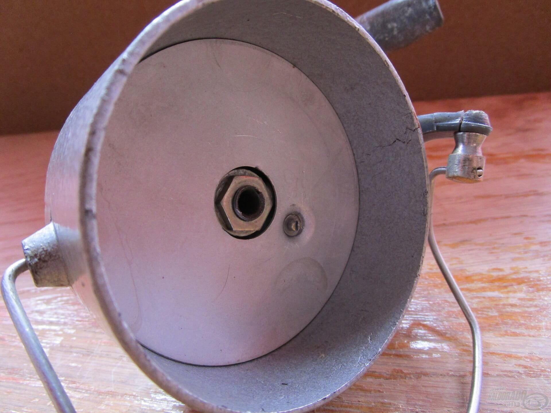 A rotor belsejét egy kör alakú alumínium lapocska zárta le