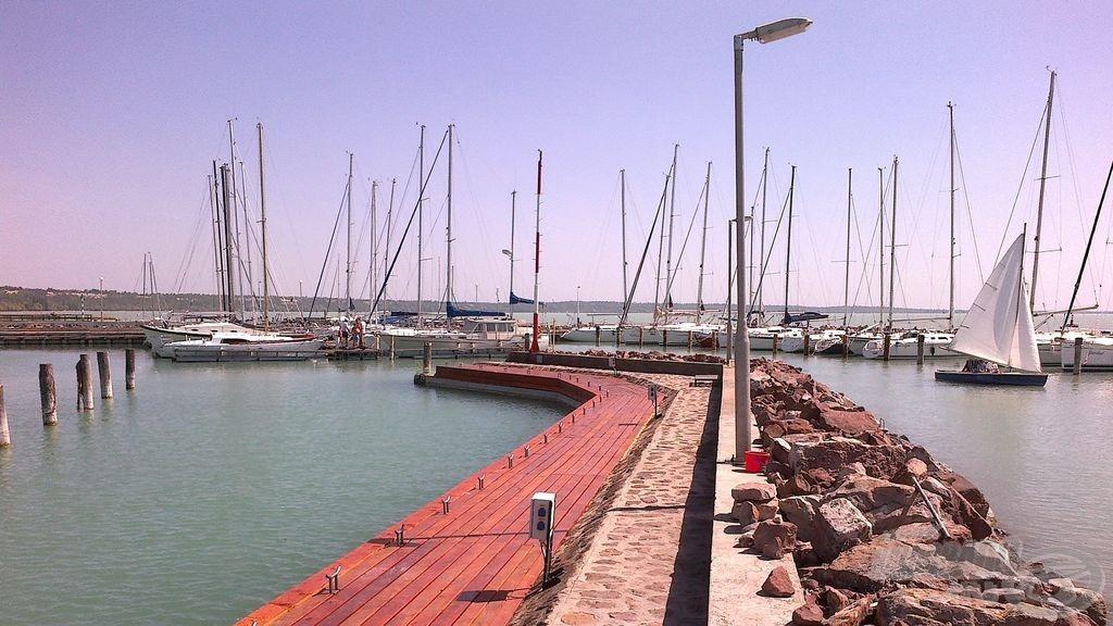 Balatoni süllőzésem színhelye ez a kikötő volt