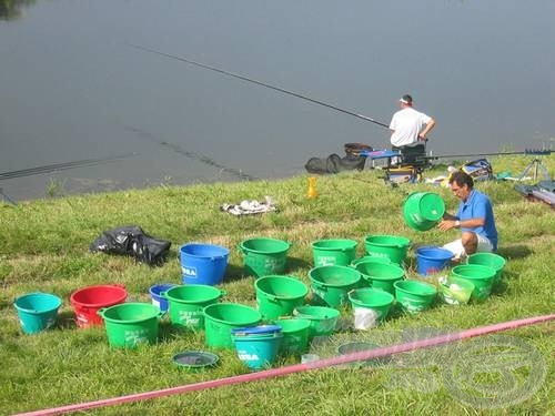 Az edényekben kikevert csodaanyag teszi eredményessé a horgászt