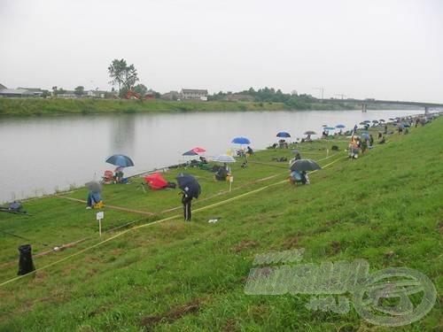 Az első világbajnoksági napot végigáztatta az eső
