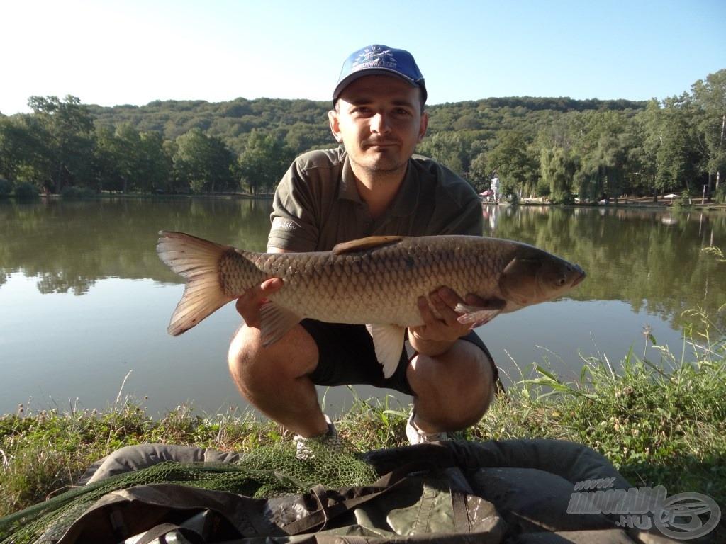 Az első hal egy igazán küzdős amur, súlya 3,03 kg