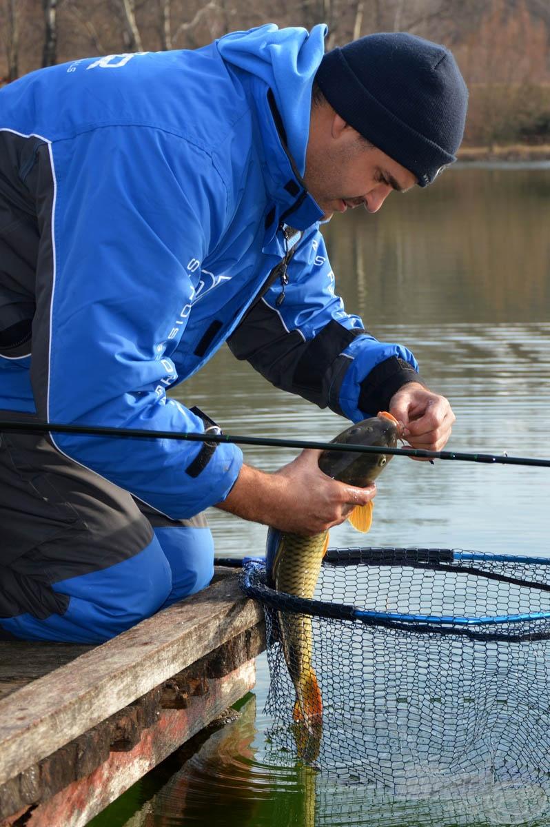 """A legjobb """"matrac"""" a víz. Ha a körülmények lehetővé teszik, fölöslegesen ne emeljük ki a halat a vízből"""