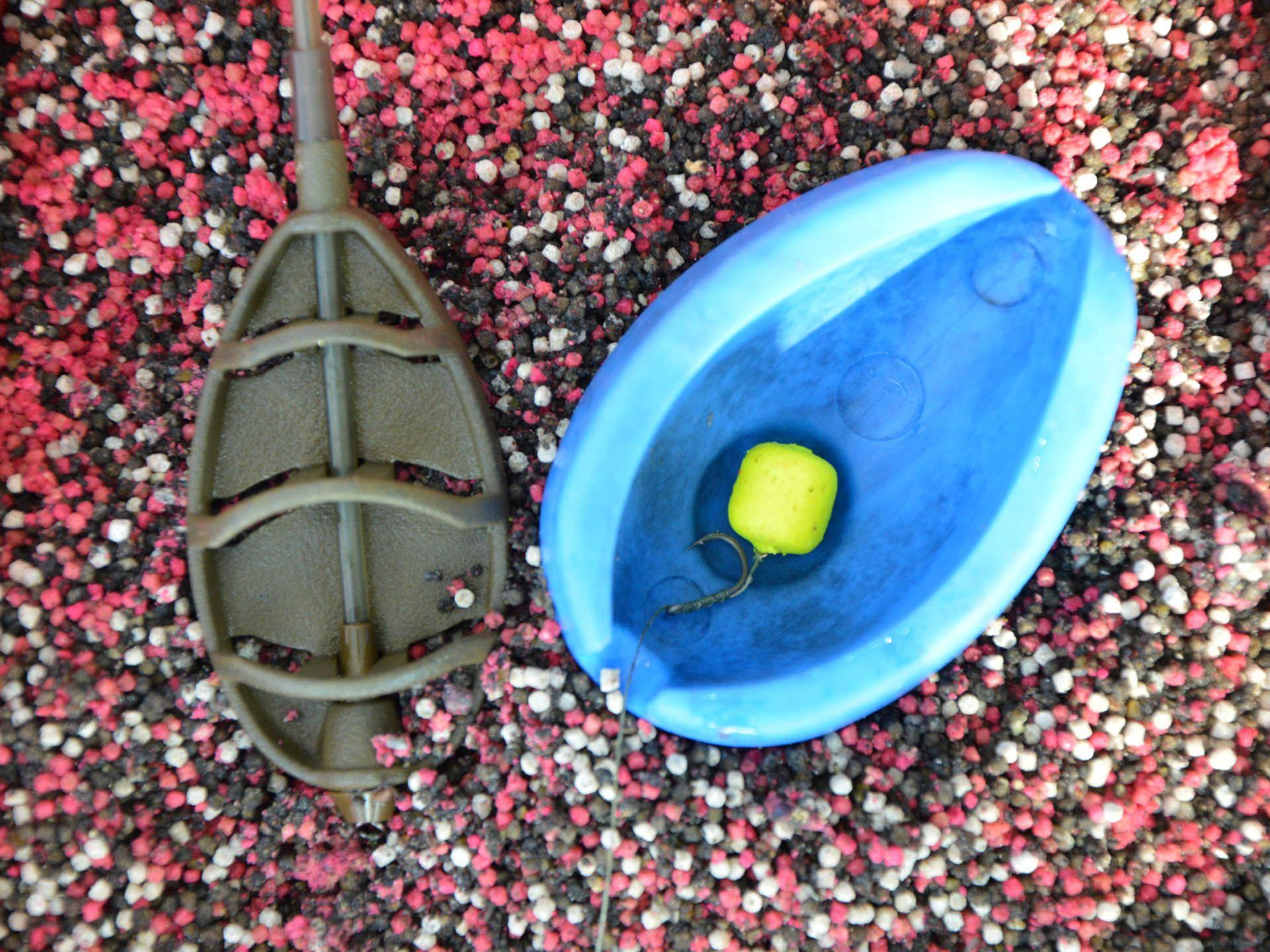 Ennél a megoldásnál az arány három marék Fluo Micro Method Feed Pellet és egy marék etetőanyag (a Fekete Erő ideális erre is)