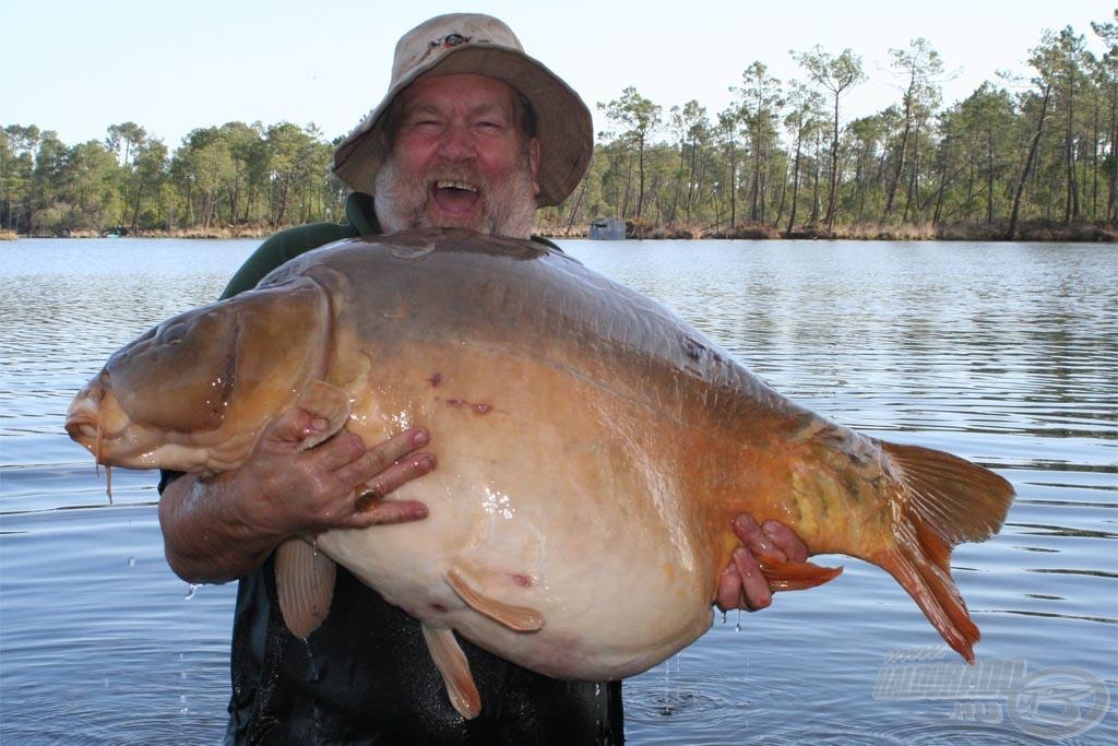 Des Taylor, az SBS egyik szaktanácsadója és teszthorgásza is a Phaze1 Pop Upnak köszönheti élete legnagyobb pontyát, amelynek súlya 34,08 kg volt