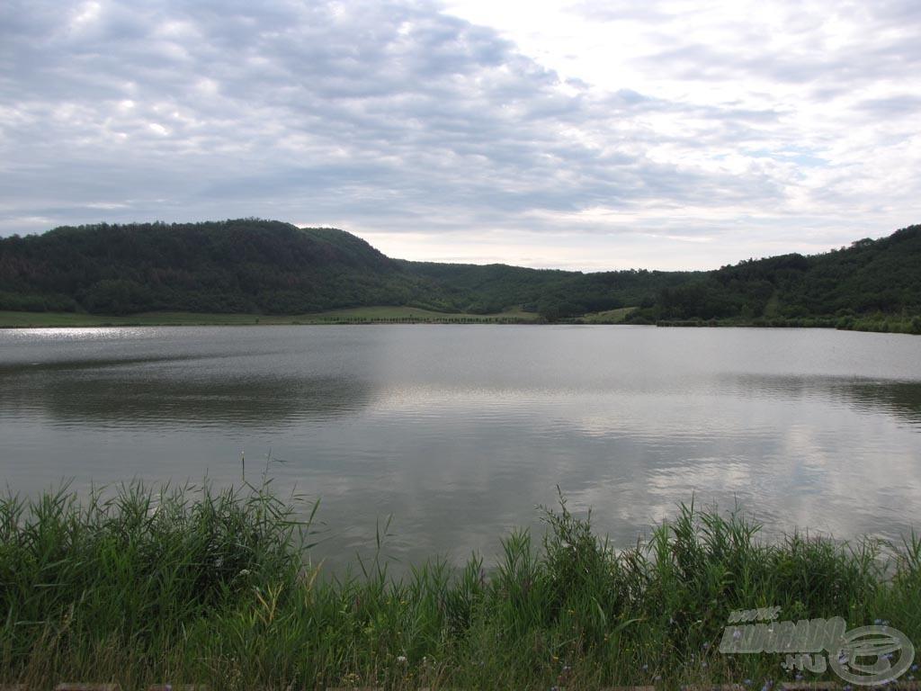 Az 1-es állásról meghorgászható vízterület oldalnézetben