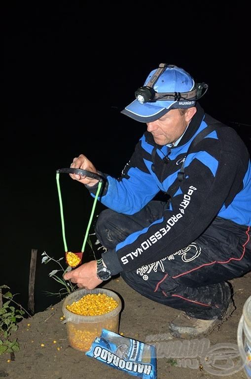 Csúzlival belőtt kukoricával próbáltam a halak érdeklődését a helyem környékén fenntartani