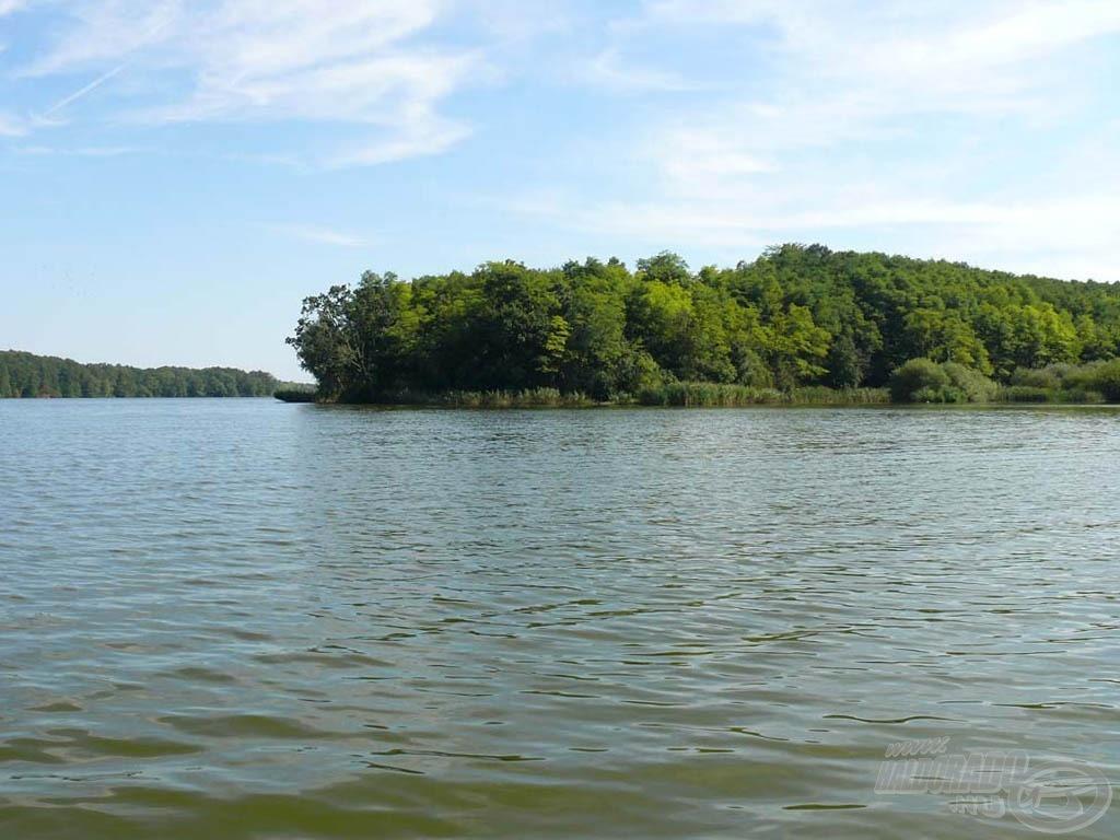 Változatos lehetőségeket kínáló horgászhelyem a vízről…