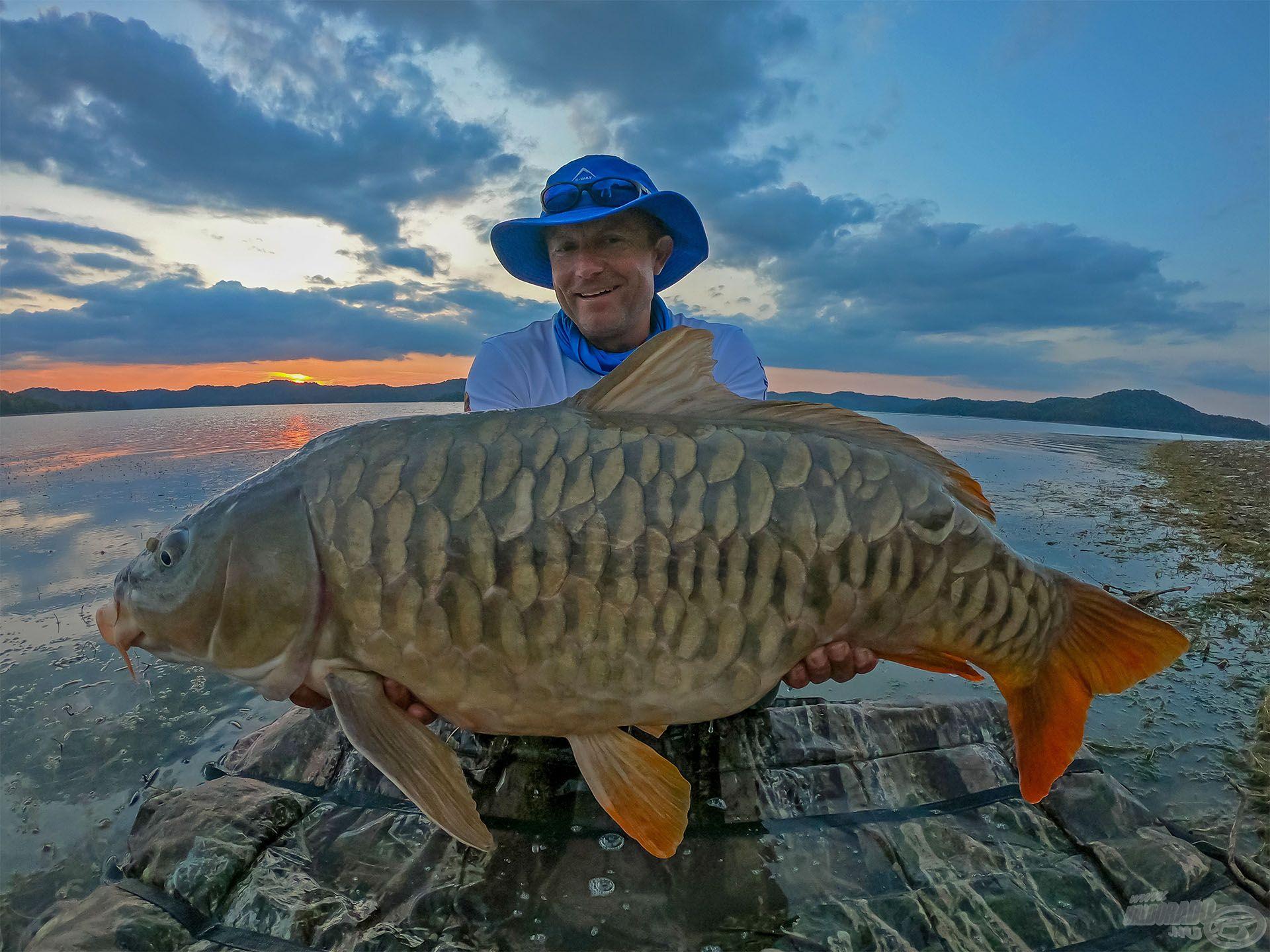 A BIG ONE, túránk legnagyobb és talán legszebb hala, közel a 20 kg-hoz