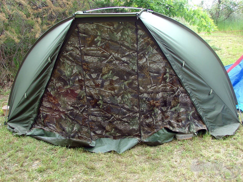Mivel normál sátrat nem lehet használni, nagy segítséget nyújtott a FOX félsátor, mely még a szúnyogok ellen is maximális védelmet biztosít