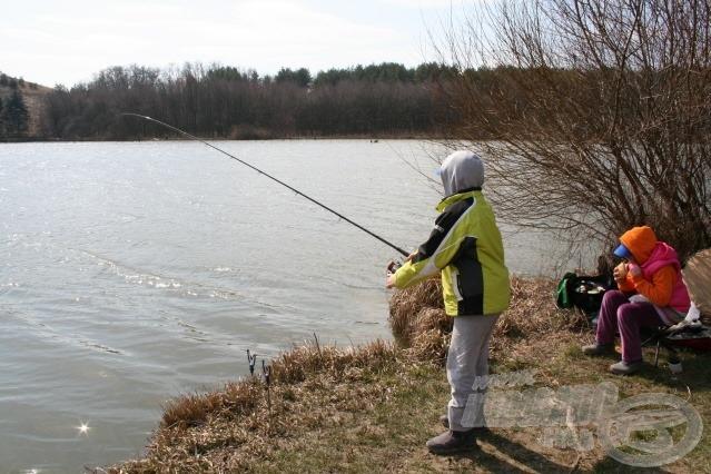 Hosszú volt a tél, a halak is éhesek, és megint a feeder fog
