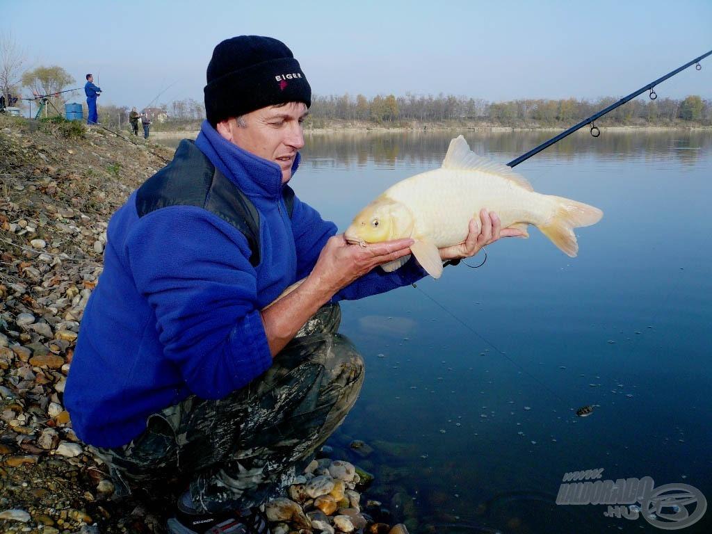 Szép a hal is, de a szerelék fontosabb. Józsi a method technikát is kedveli!