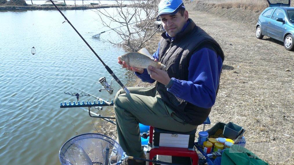 Ez már jobb méret és a gyors, pickeres horgászattal sok ilyet lehet fogni… de nyerni csak ponttyal lehet!